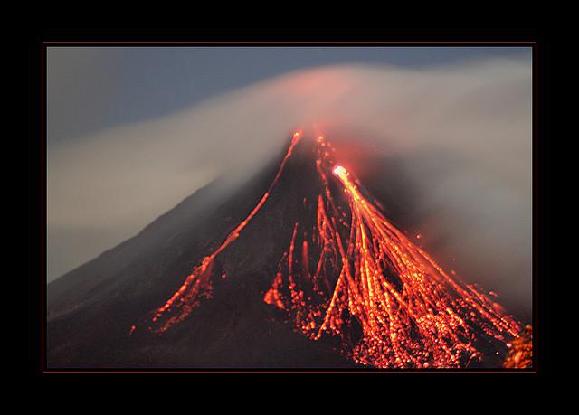 arenal volcano, parque nacional arenal, costa rica, volcanic eruption